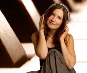 Jana-Hoffmann-Sängerin-Sprecherin-und-Songschreiberin